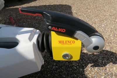 milenco mirrors fitting instructions