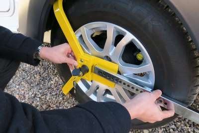 1533 Lightweight Wheelclamp Fitting 3